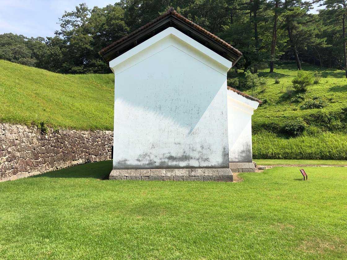 岡山県備前市の閑谷学校に建つ文庫