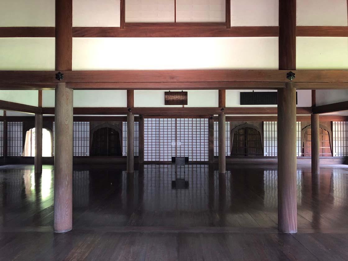 岡山県備前市の閑谷学校の講堂内