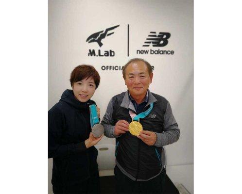 三村仁司さんと小平選手のツーショット