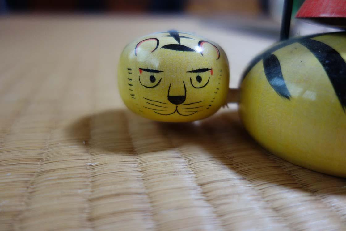宮城県白石市の「鎌田こけしや」のこけし「虎」