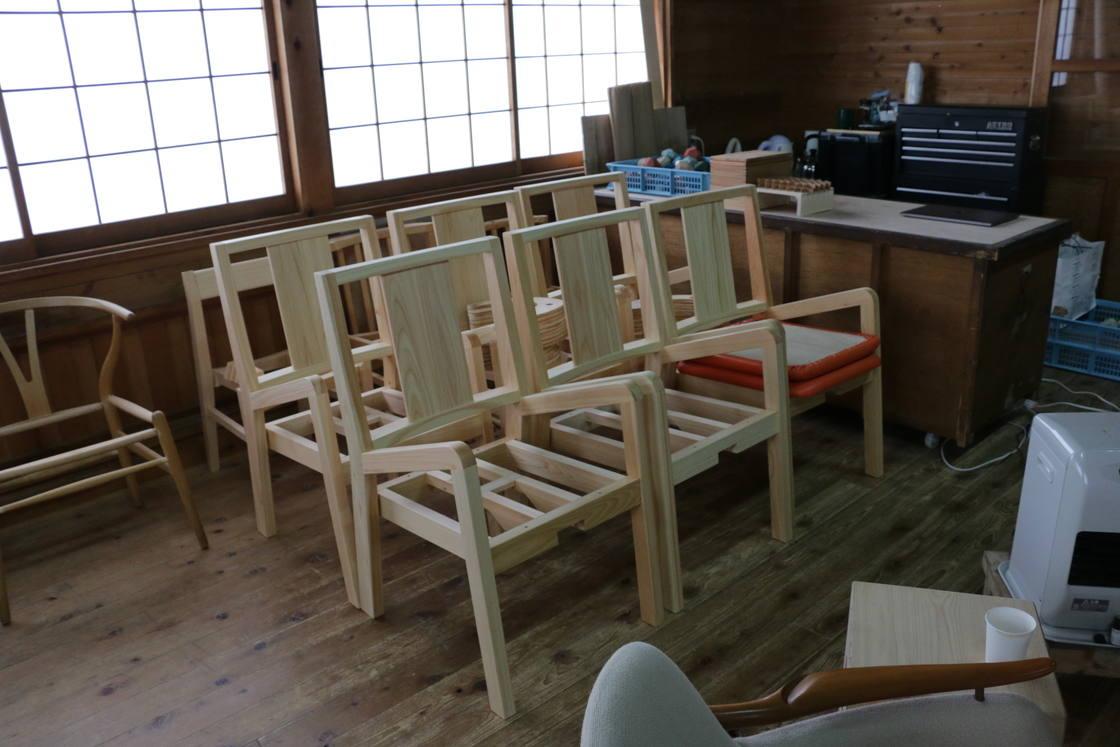 製作途中の椅子がずらり