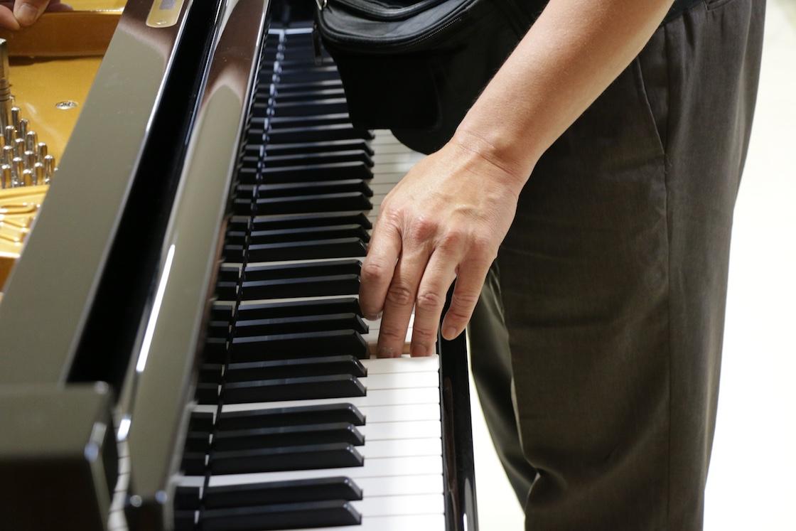 ピアノに触れているところ