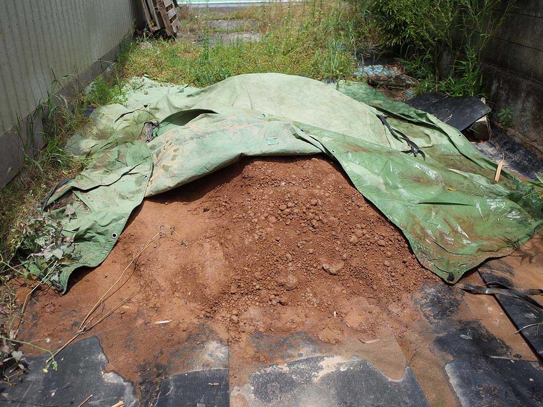 木の葉猿の材料になる赤土の粘土