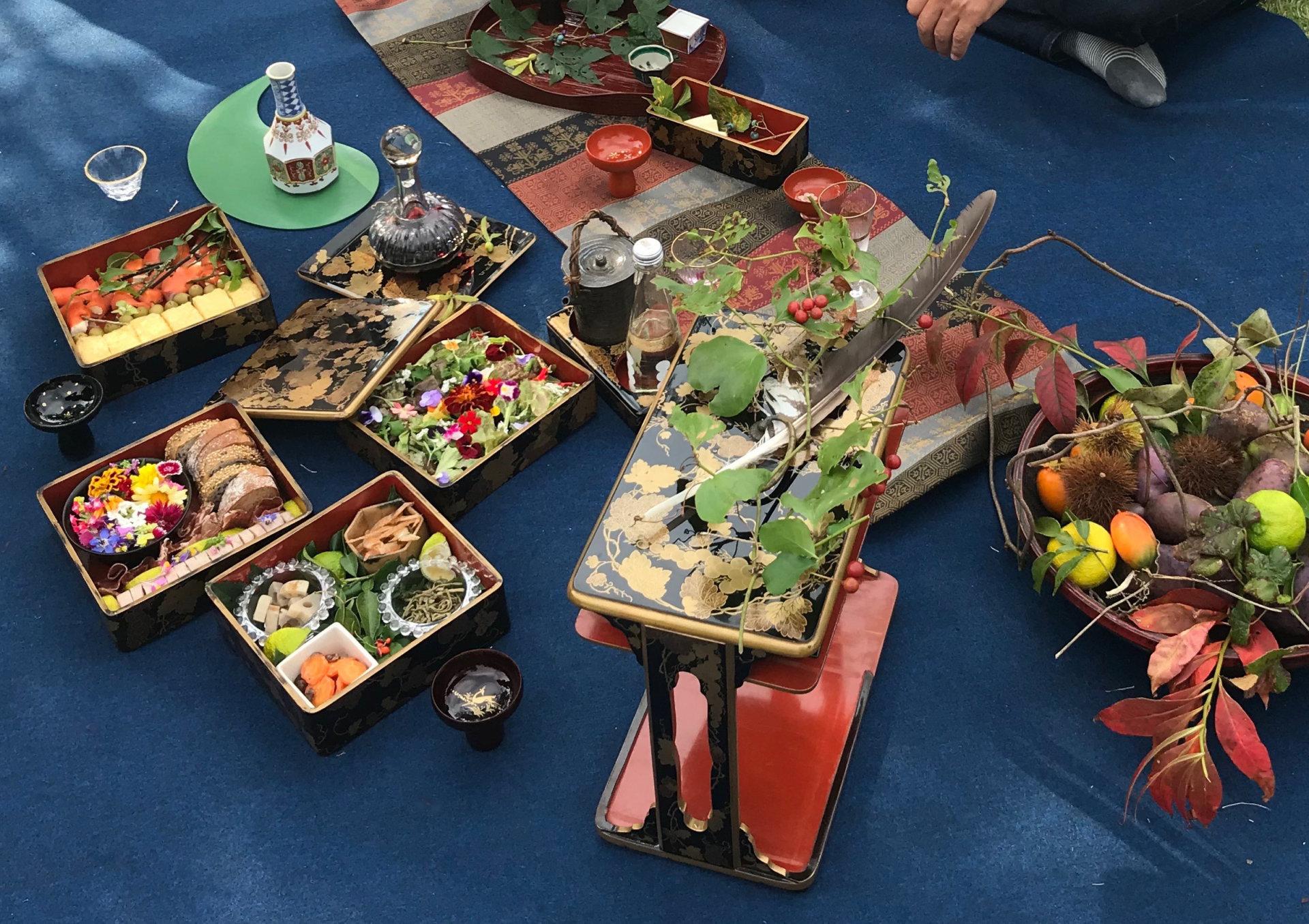 一般社団法人 ザ・クリエイション・オブ・ジャパンが昨年開催した「工芸ピクニック」での一コマ。食材を入れることで漆器も映えます
