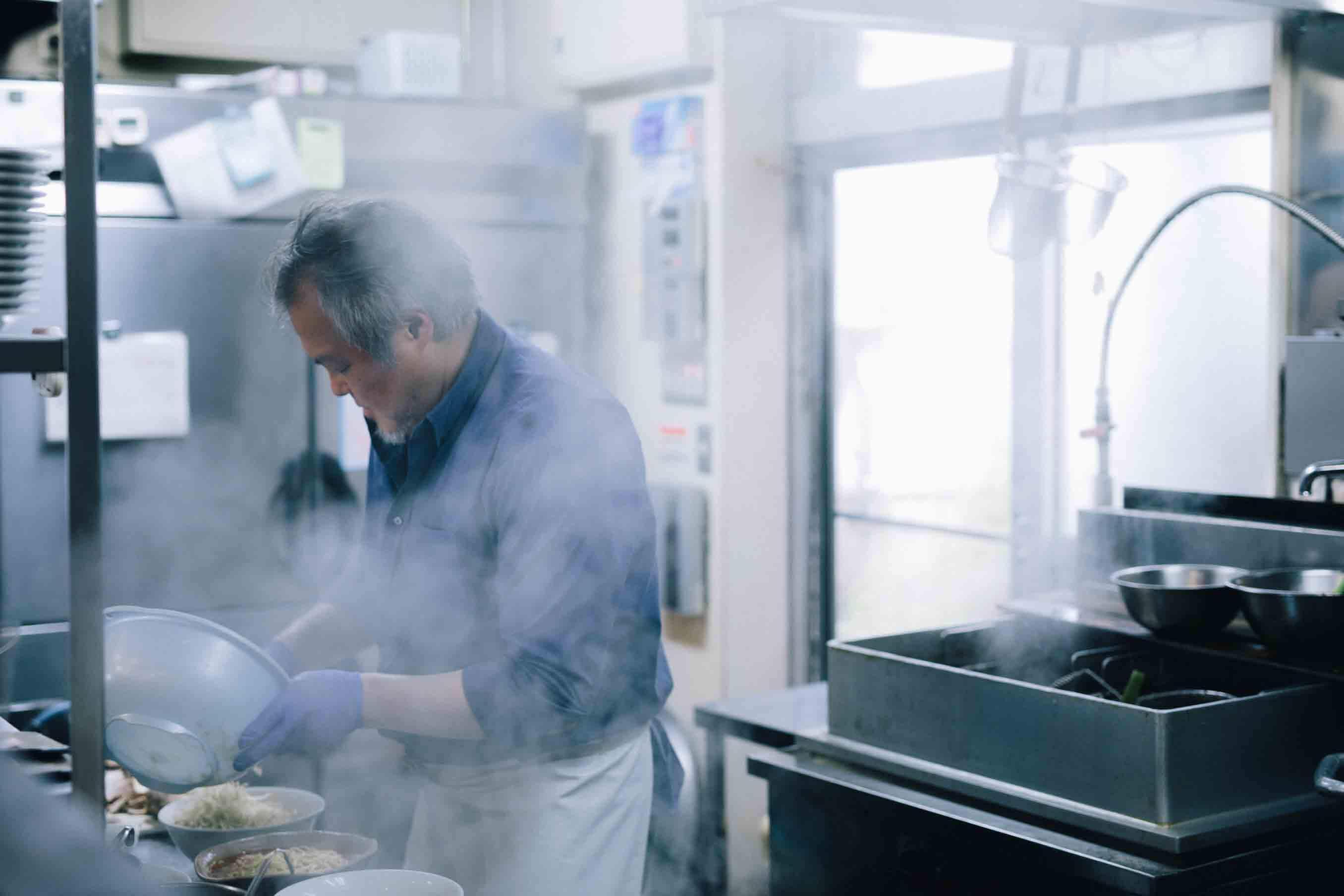 株式会社麺屋万太郎社長で、十日町ラーメン会十連会長も務める、板場克也 (いたば かつや) さん