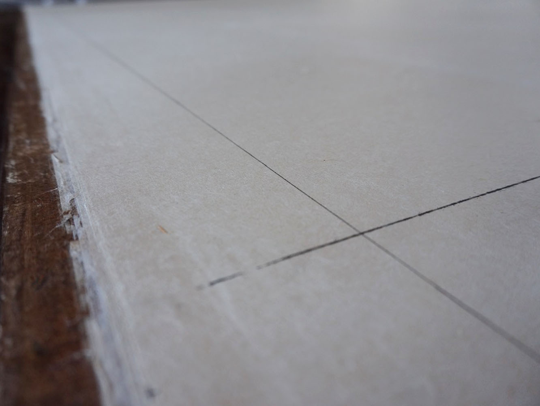 直角を出して、正確な長方形の枠を作ります