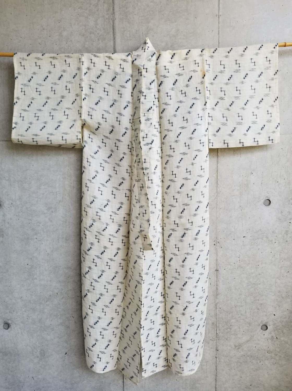 大城拓也さんの祖父が本土で買い求めてきたという桐板の着物