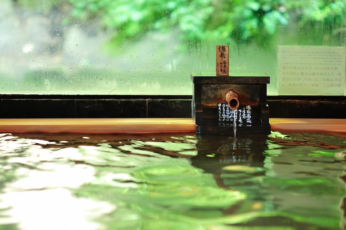 温泉と認められる基準値の15倍もの温泉成分が含まれており、その濃さゆえに「薬湯」と呼ばれているのだそう