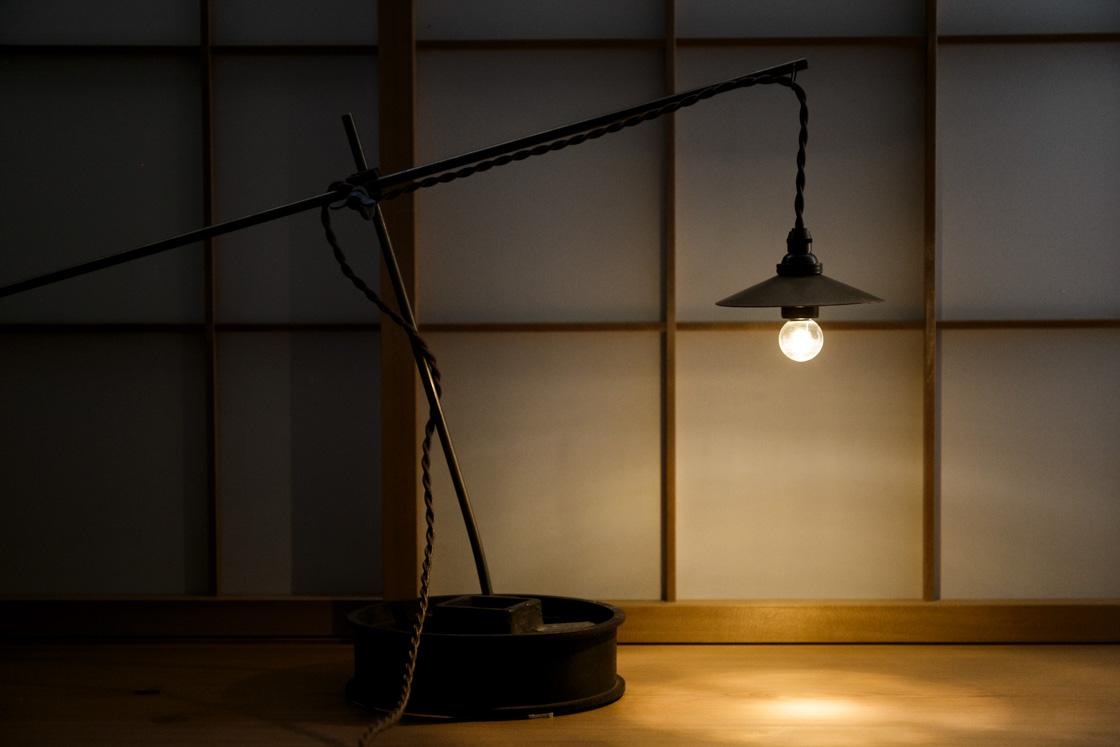 客室に置かれた「Ren」の真鍮ランプ