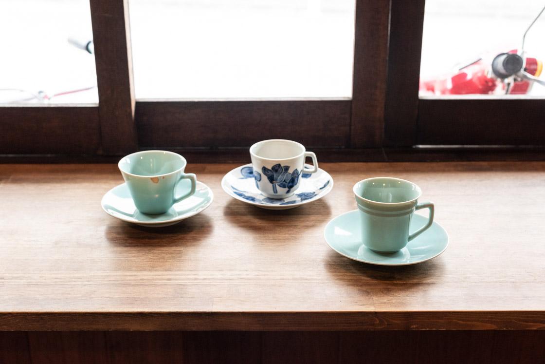 右から、市川屋ブレンド、馬町ブレンド、青磁ブレンドに使用するカップ