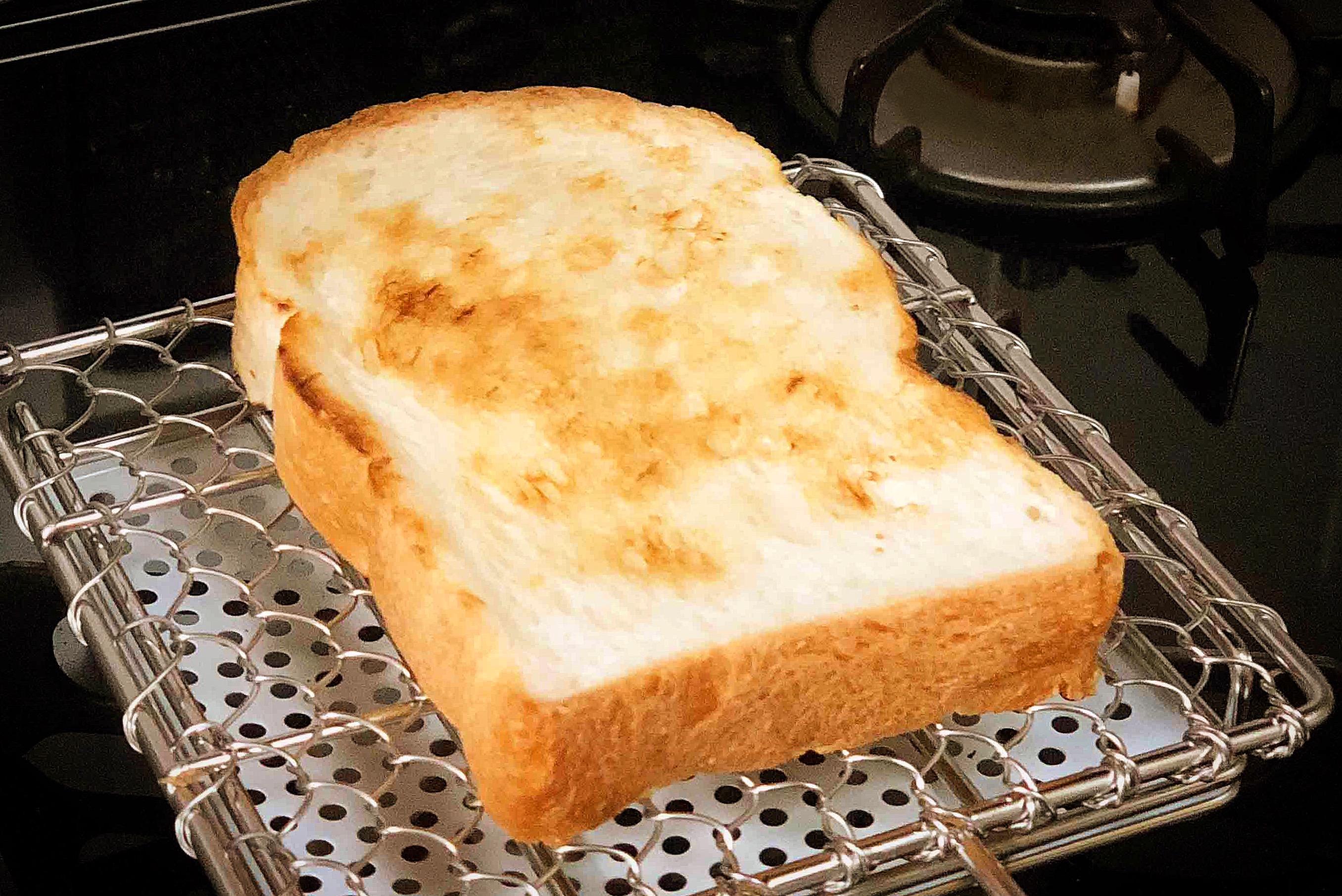 焼き網で焼いたトースト