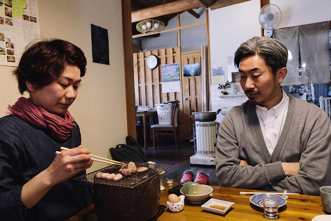 「はたやま憩の家」を切り盛りする小松圭子さん自ら焼いてくれる