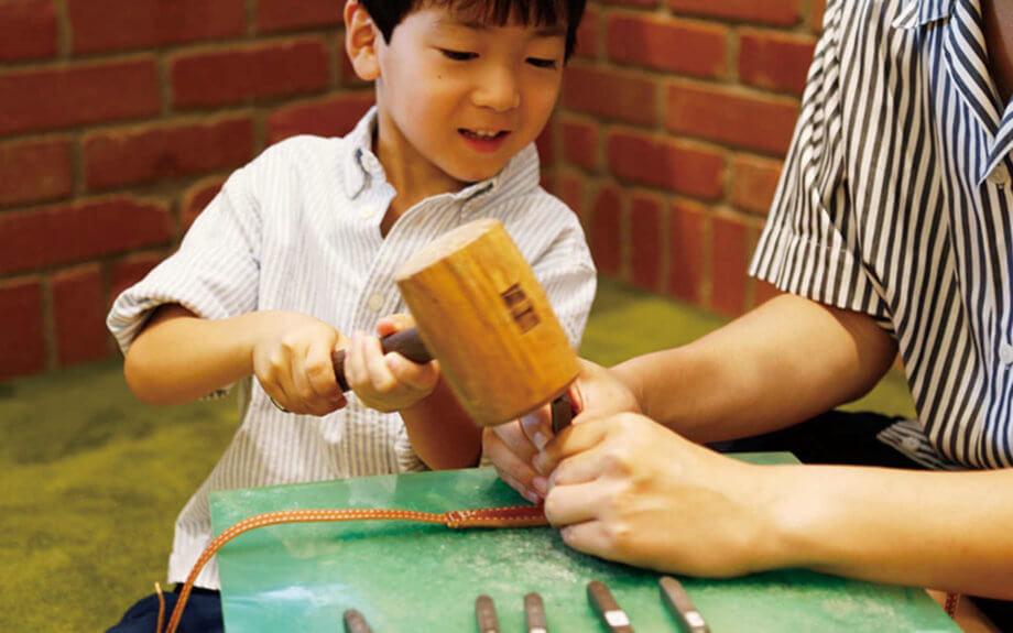 秋の軽井沢でものづくり体験!親子で訪ねる土屋鞄ランドセル工房のワークショップ