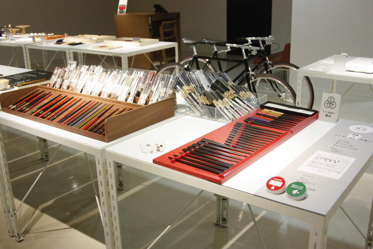 石川県わじま手ばしや小山箸店のお箸。さまざまなサイズの箸が並ぶ。