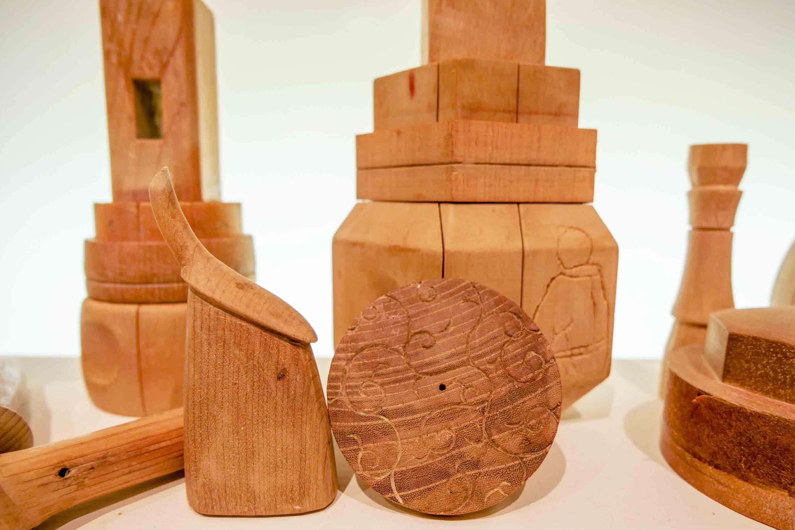 急須の内側に柄ができるものなども。複製はできるが、複雑なため量産には不向きという贅沢な木型
