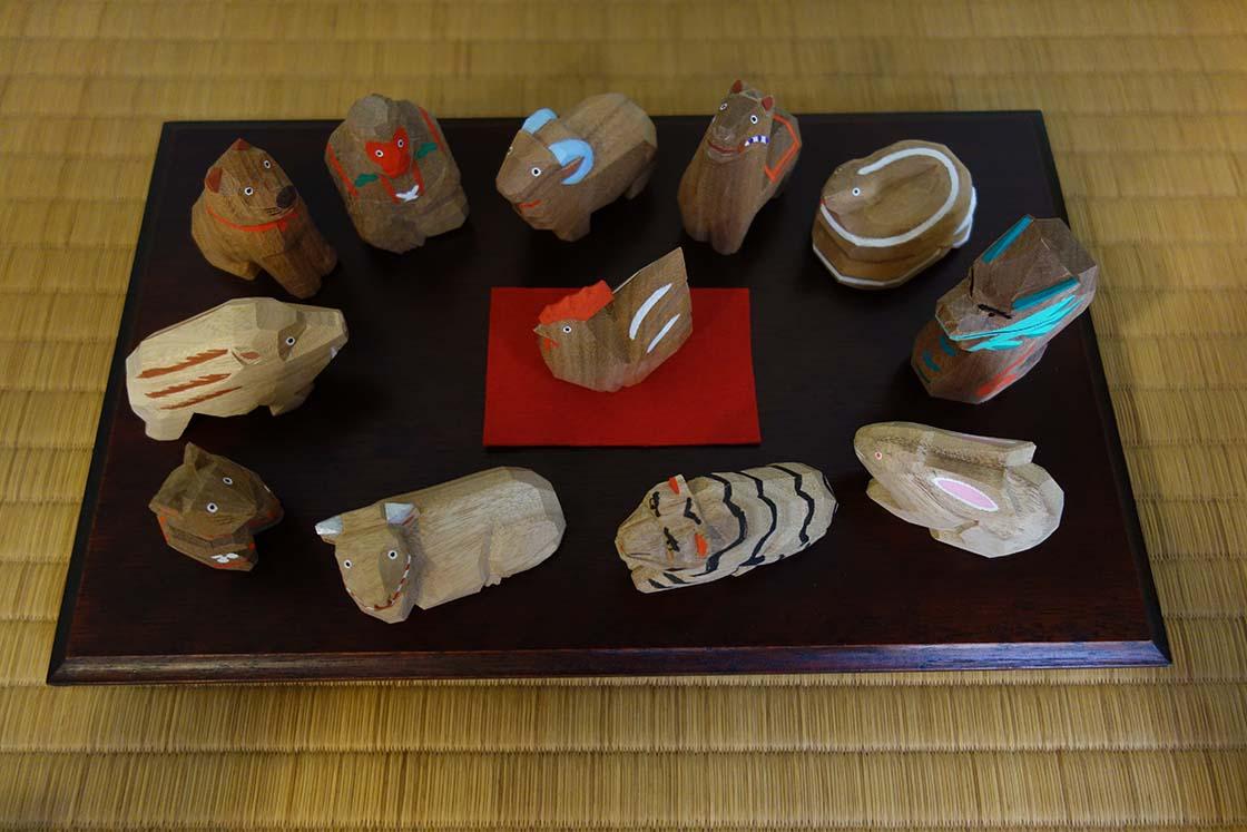 干支の木彫り人形