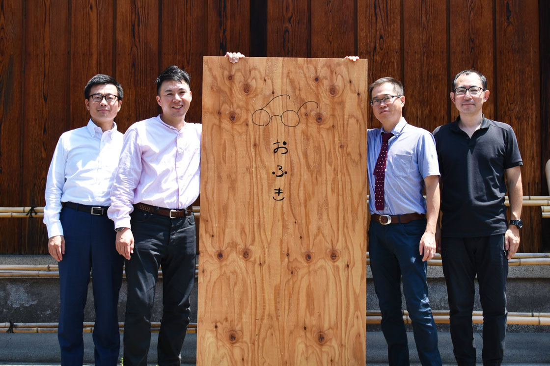 SOOの(左から)関谷さん、日根野さん、田辺さん、安藤さん。京都友禅協同組合・青年部のメンバーで立ち上げました