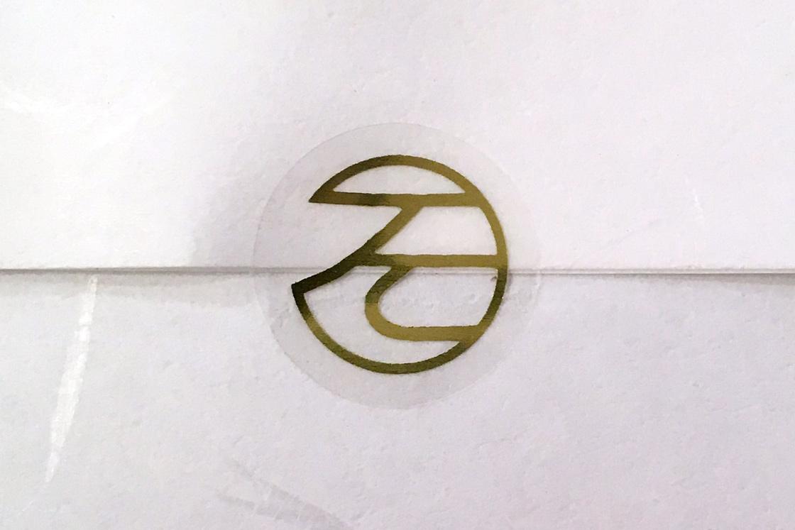 染屋の屋号をイメージした、「そ」を丸(○)で囲んだロゴマーク