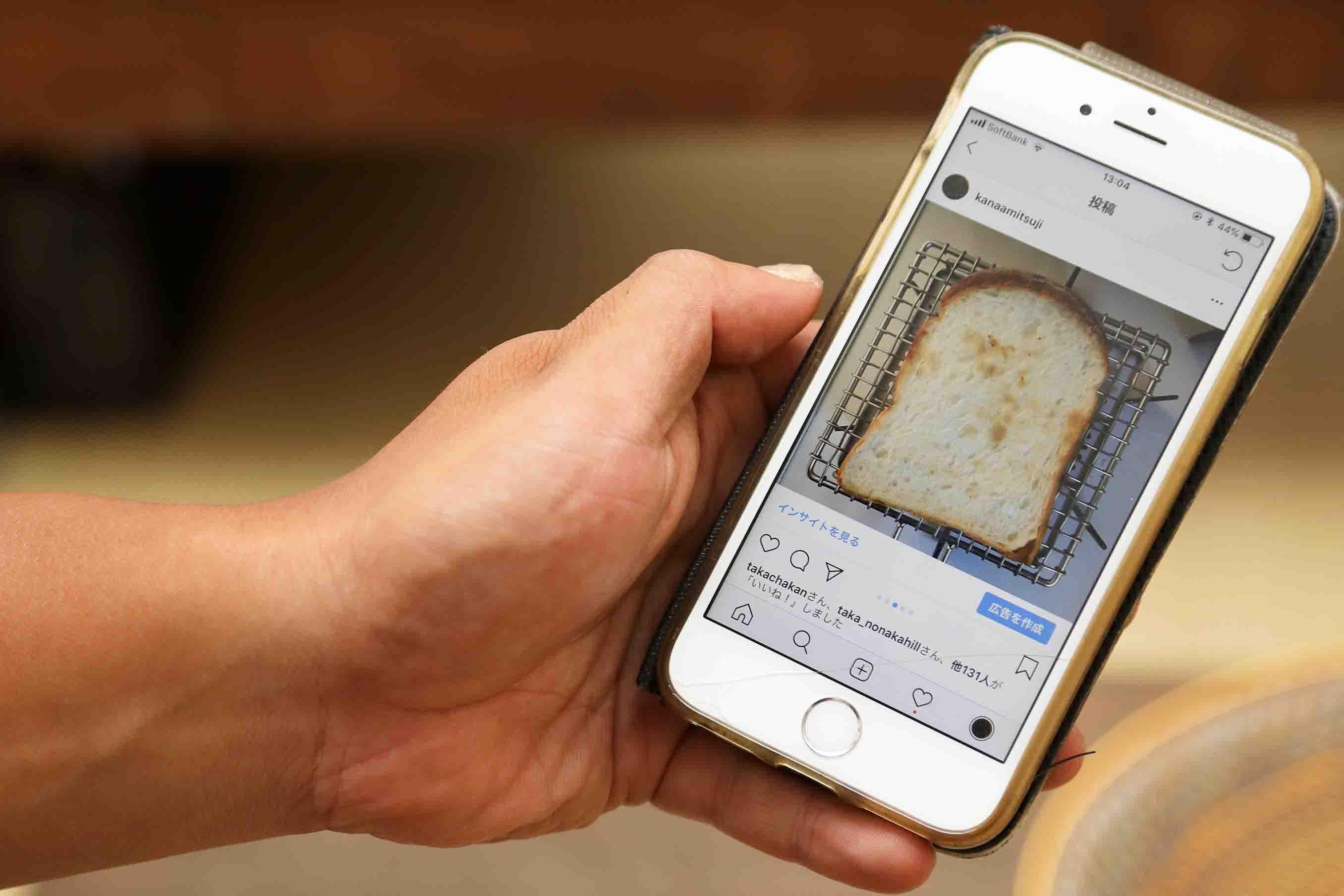 パンの焼き方を映したインスタグラムの投稿
