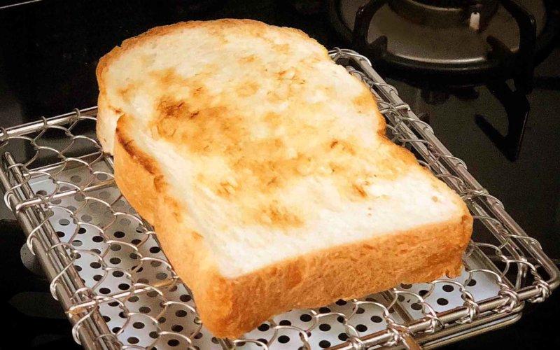 金網つじの焼き網で焼いたパン