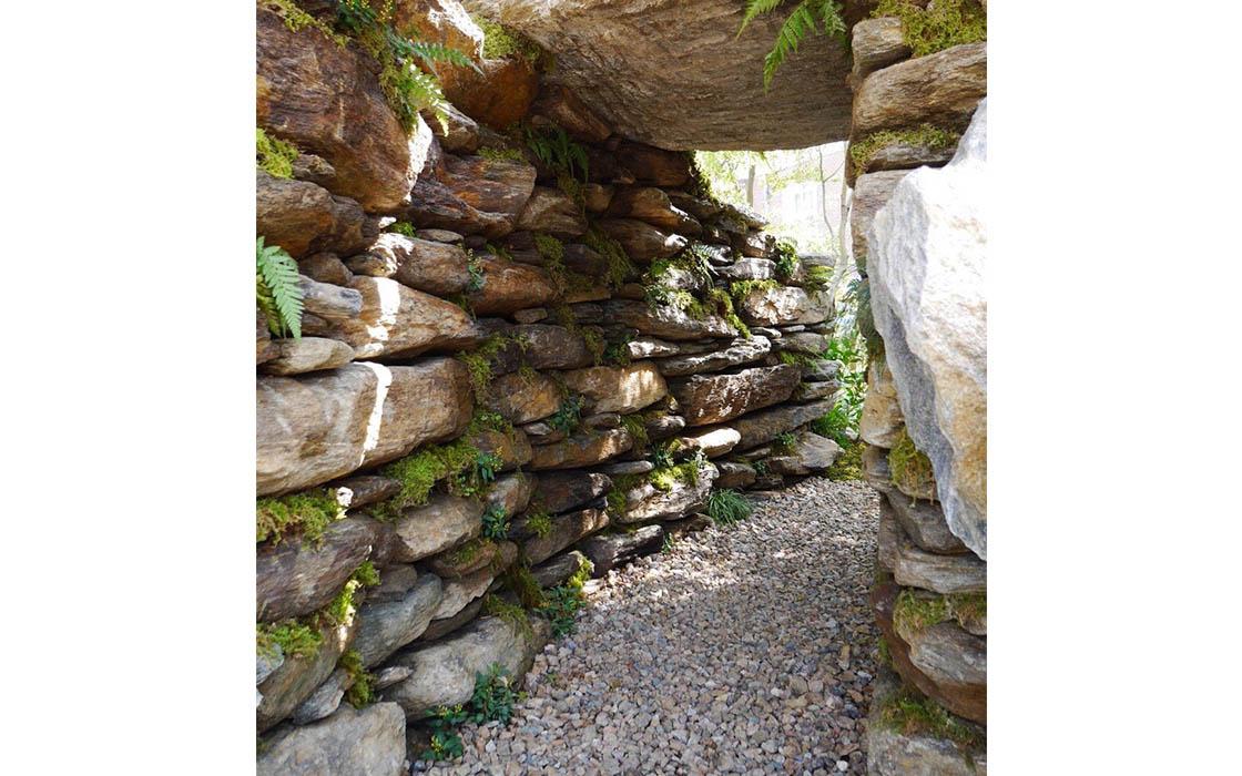 「悟りの夢枕(木火土金水)」トンネルは産道でもある