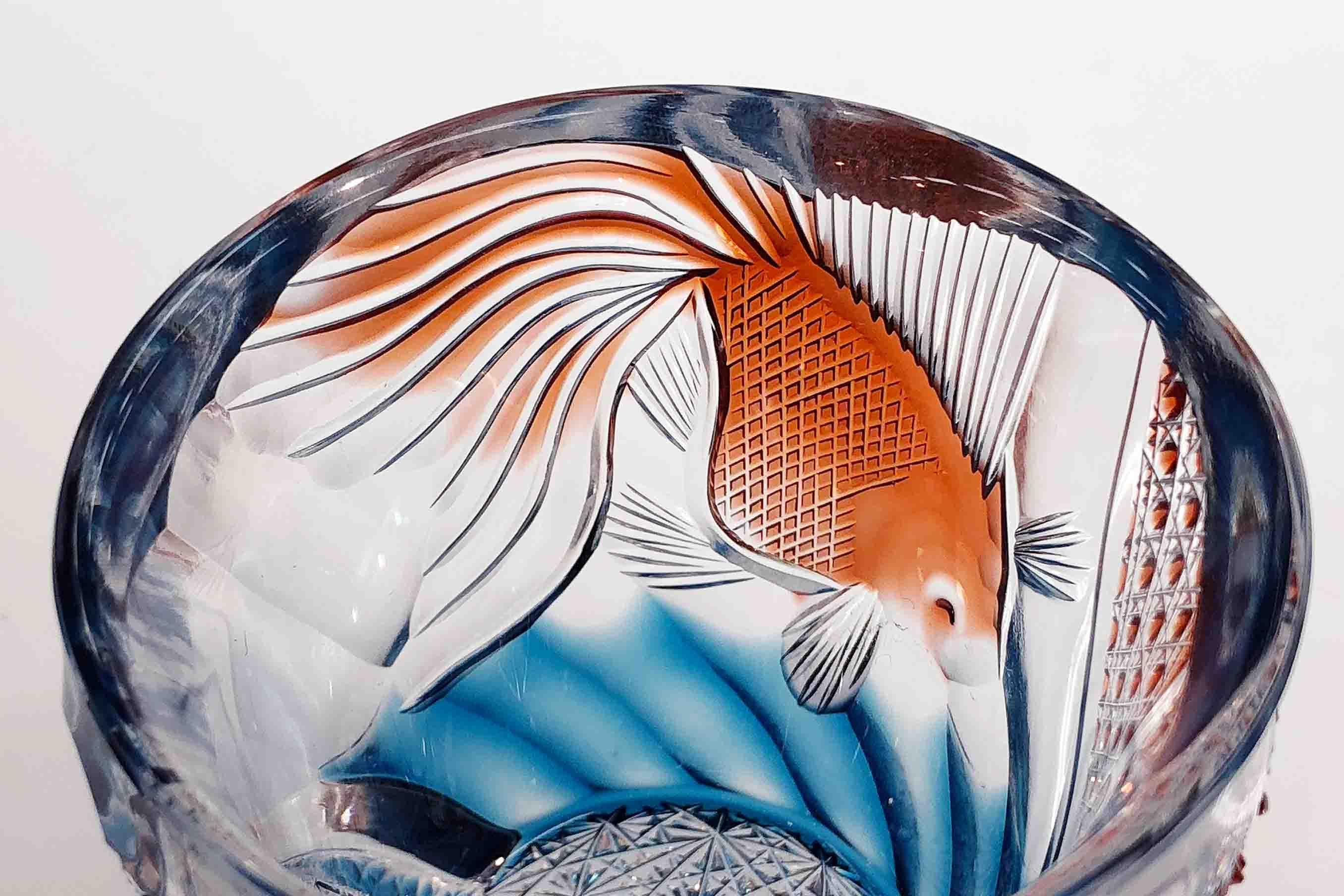 涼しげに泳ぐ金魚が描かれたオールドグラス