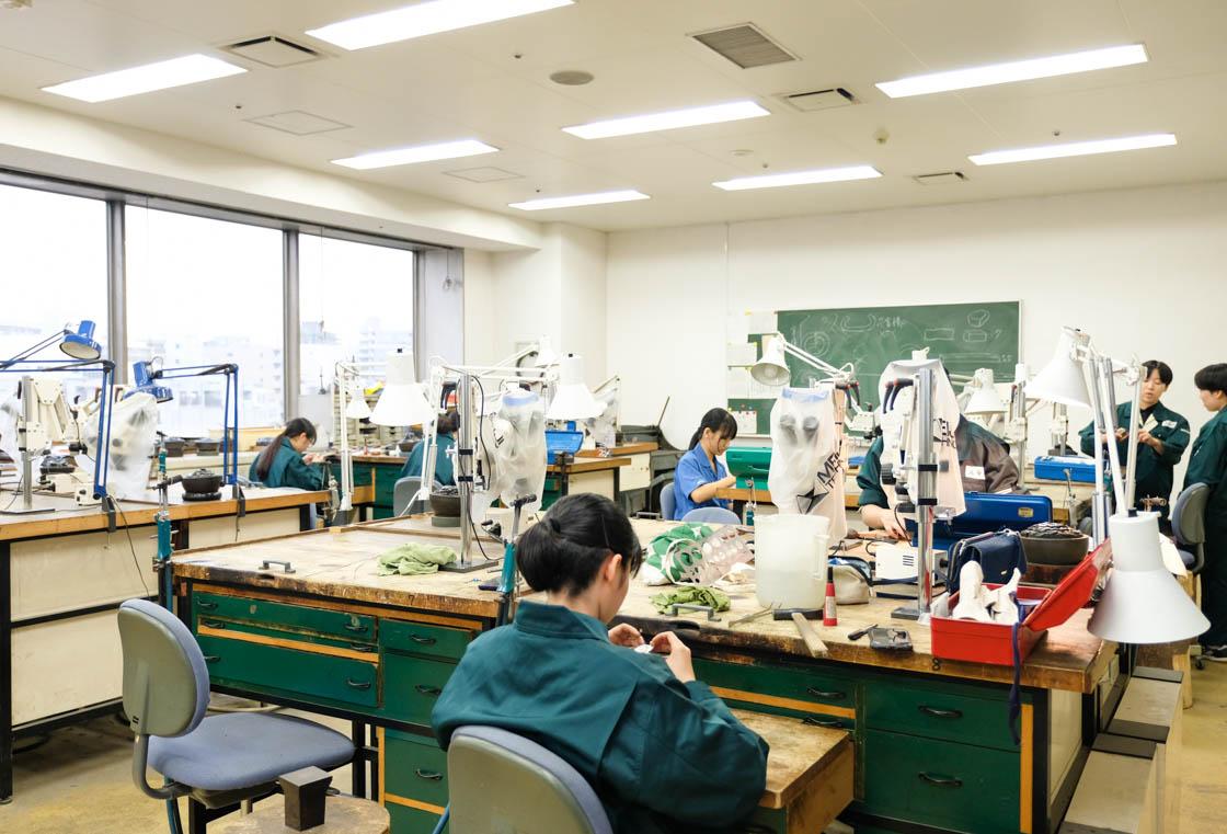 東京都立工芸高等学校 アートクラフト科の実習室