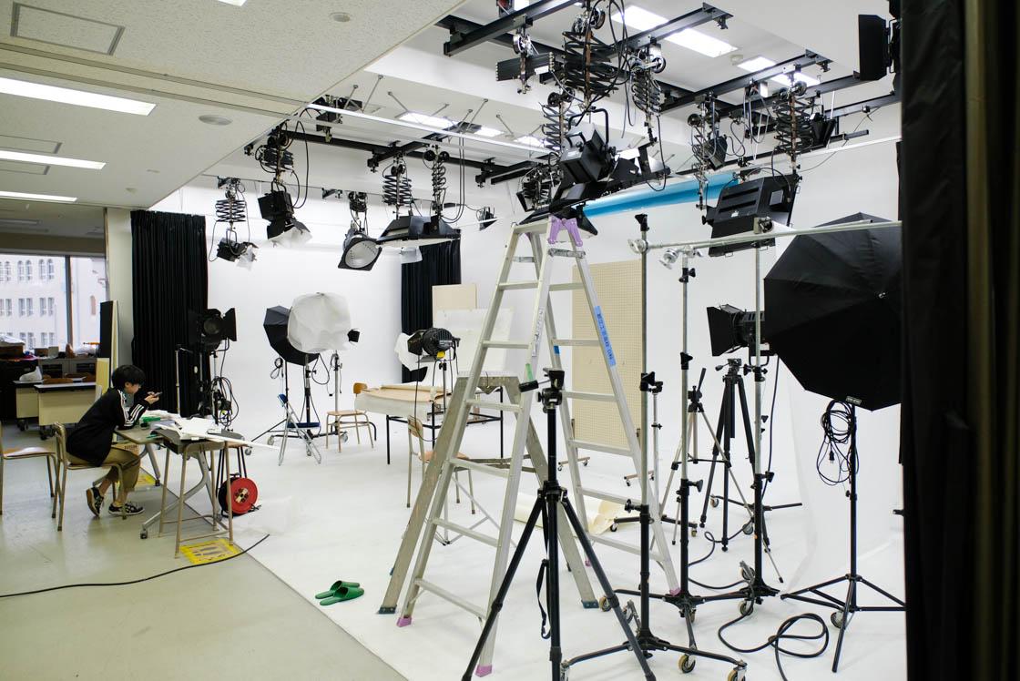東京工芸高等学校には、本格的な撮影スタジオまで!