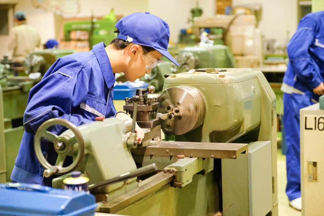 東京工芸高等学校マシンクラフト科の作業風景