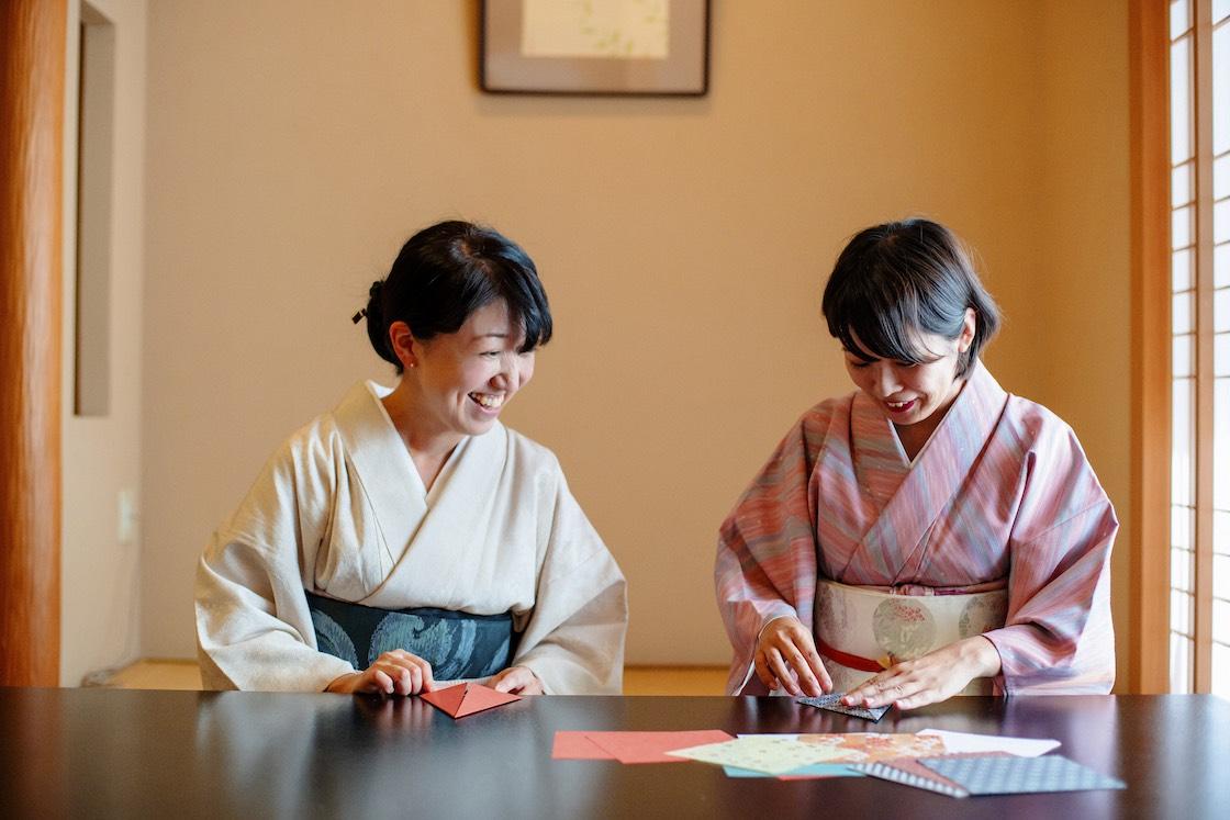 折り鶴の箸置きづくり風景