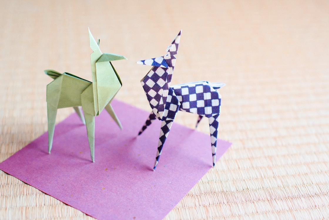 折り紙でつくった鹿の置物