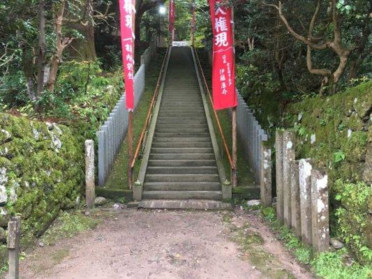 山に続く階段