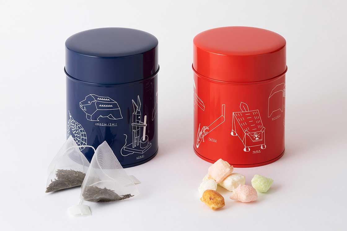 ワイズベッカーブリキ缶入り煎茶/菓子。(各2,500円。各1種)