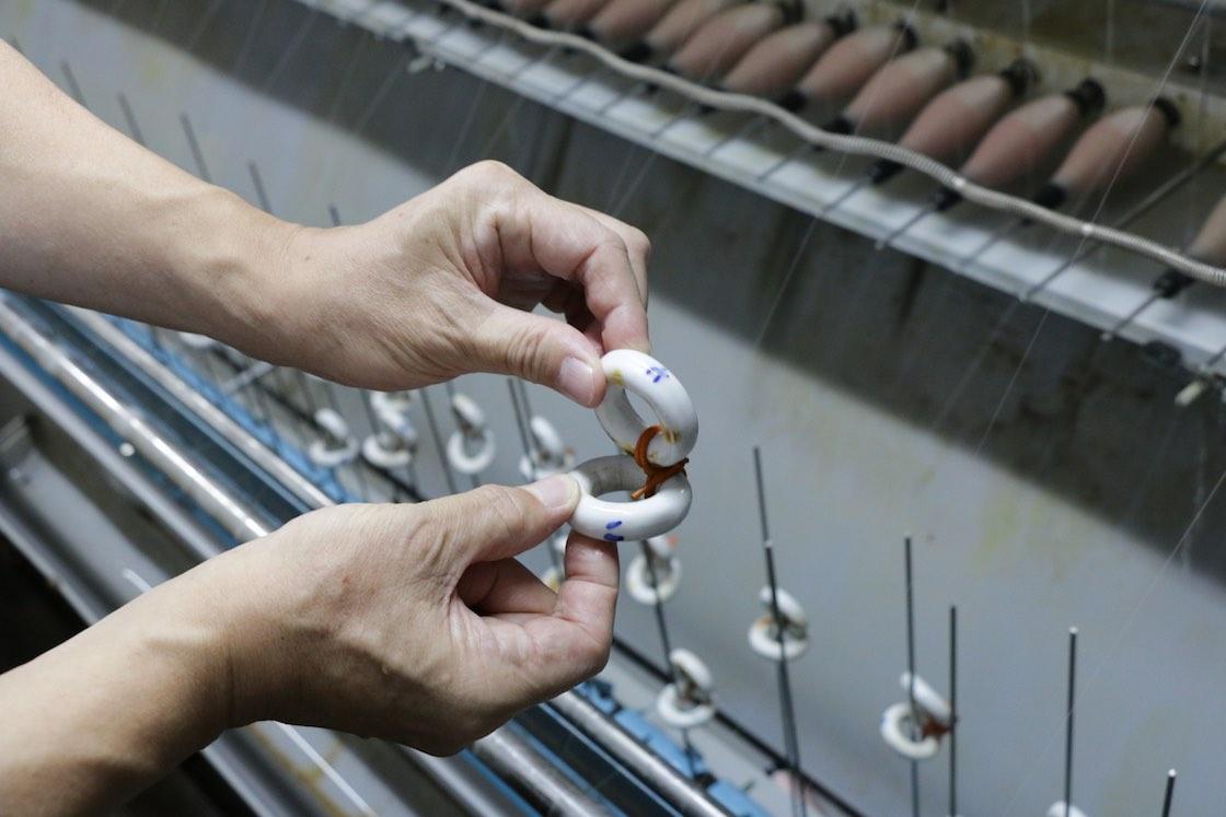 こちらも糸に撚りをかける道具。撚りの工程は機械を変えて繰り返され、生地に様々な風合いを生み出します