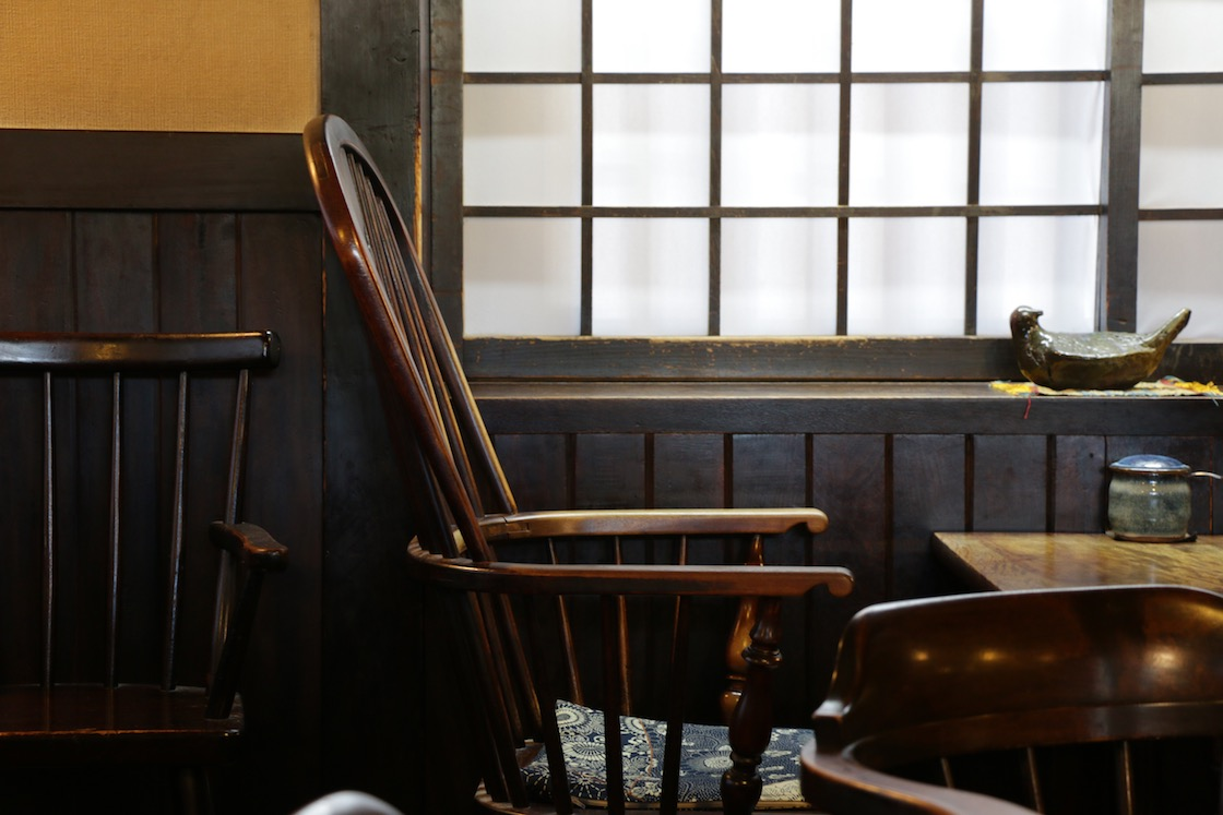 喫茶に使われている松本民芸家具