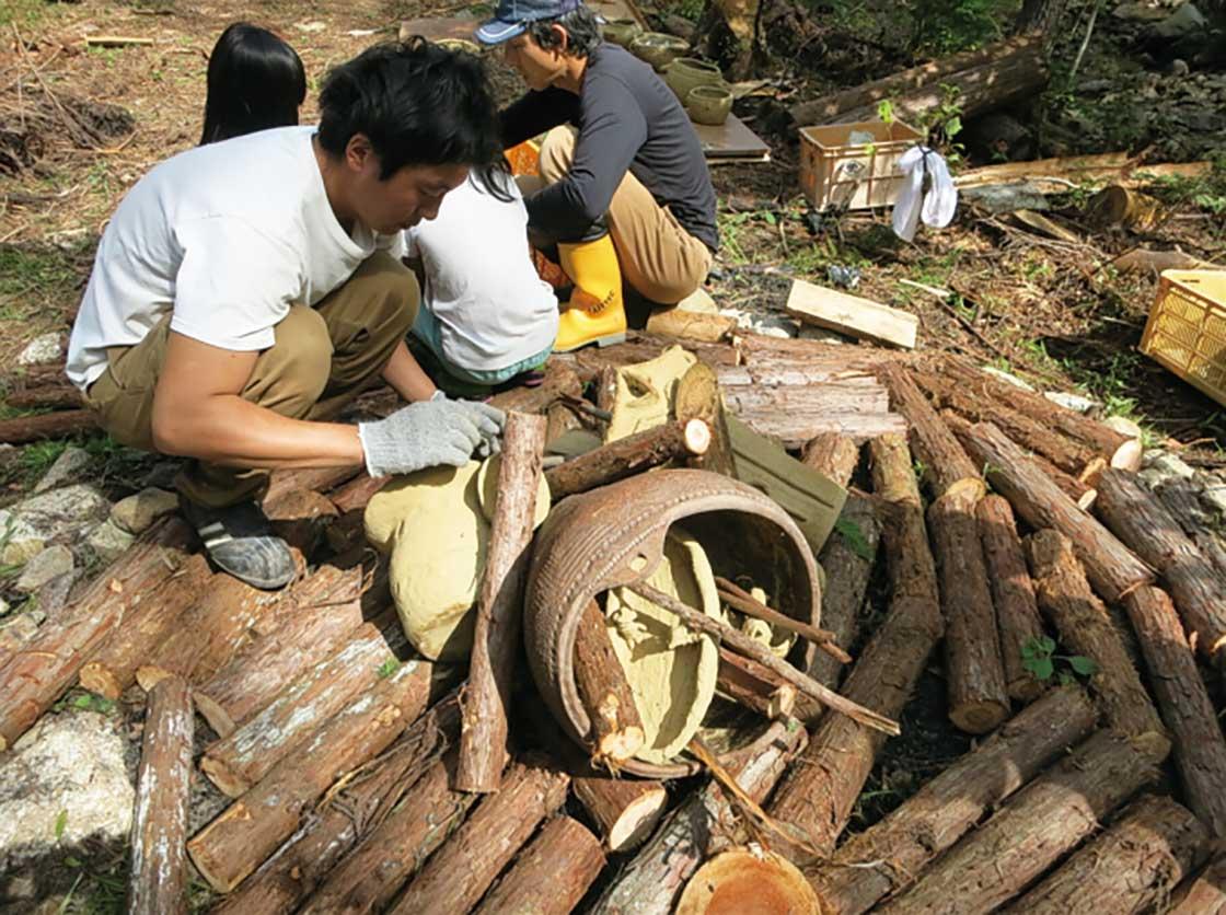 野焼き土器をつくるワークショップ