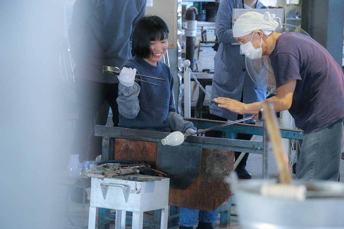 昨年の2周年企画では、千葉九十九里にある「富士山グラス」の菅原工芸硝子さんへ見学ツアーを企画。多くの方にご応募いただき、ありがとうございました!