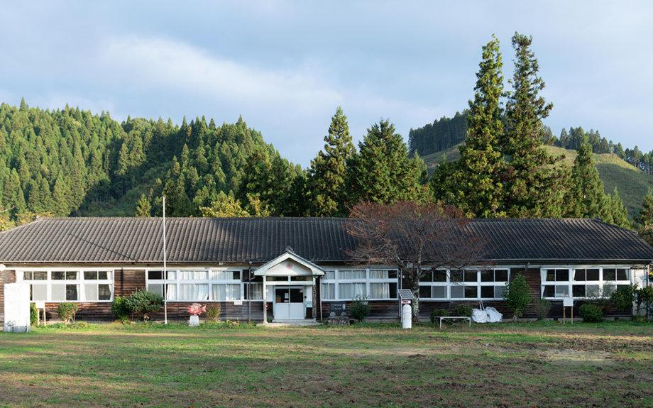廃校を体験型工場に。福島の高級割り箸メーカーがクラウドファンディングに挑戦!