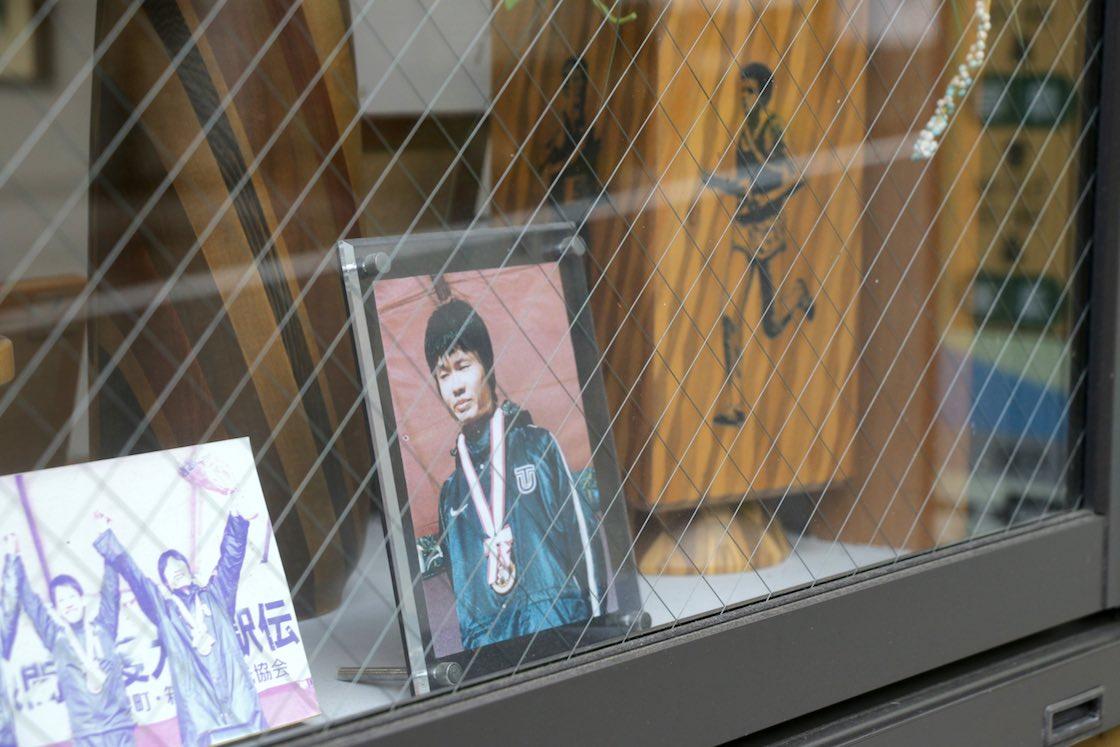 直売店の一番目立つところに、優勝当時の柏原選手の写真が飾られていました