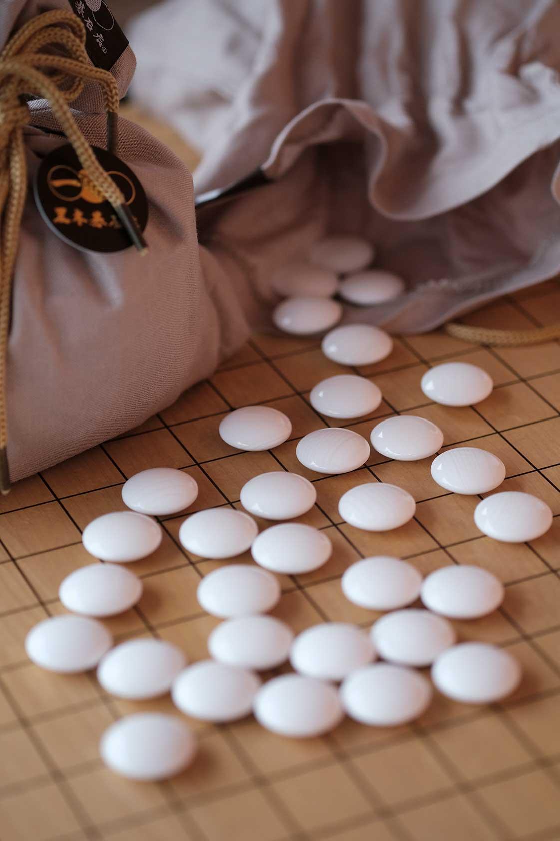 碁石を1セット揃えるのには大変な労力と時間がかかる