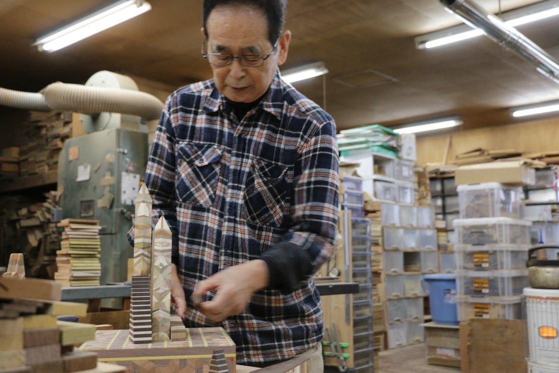箱根寄木細工のトロフィー