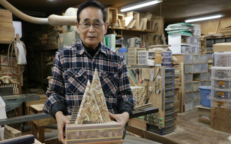 箱根寄木細工で作った、箱根駅伝トロフィー