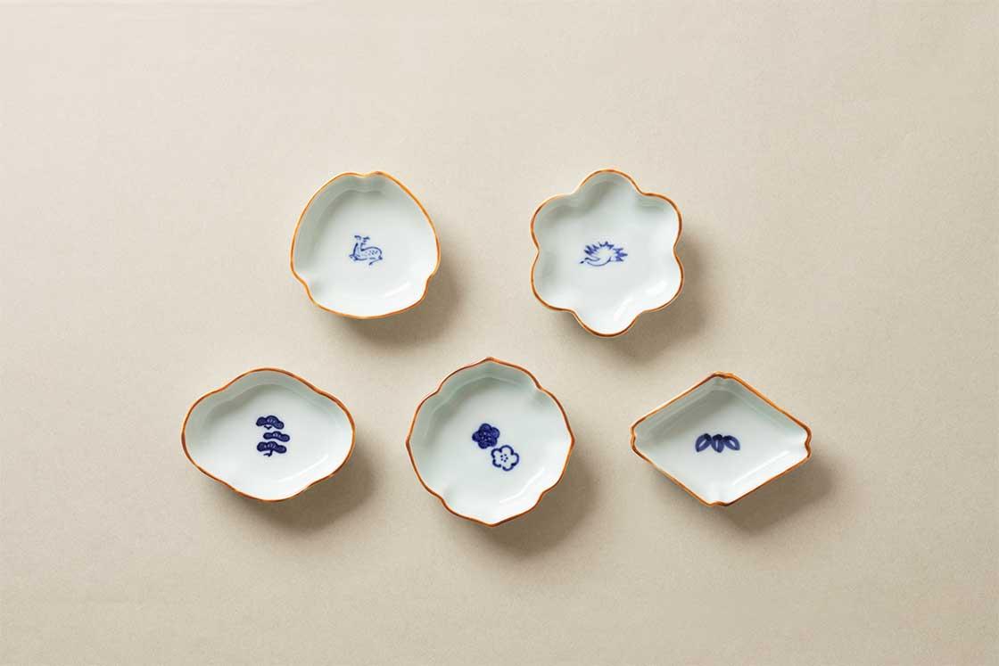 有田焼の老舗窯元と中川政七商店が作った染付の豆皿