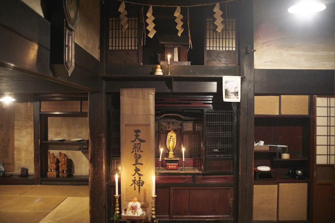仏壇と神棚が一緒になっています。この辺りも地域性があって興味深い