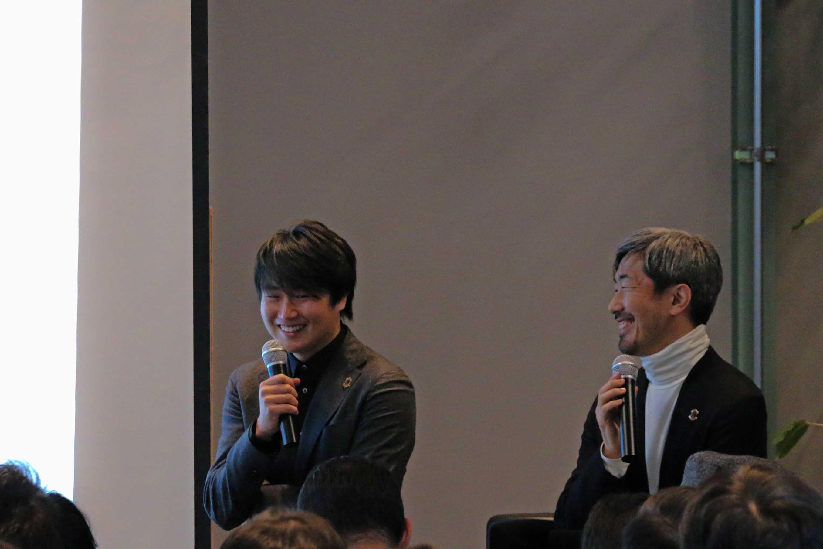 GMの林氏 (左) とクリエイティブディレクターの幅氏。トークセッションは和やかな雰囲気のなか進みました