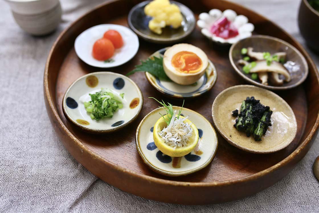 やちむんの豆皿。陶真窯の作品