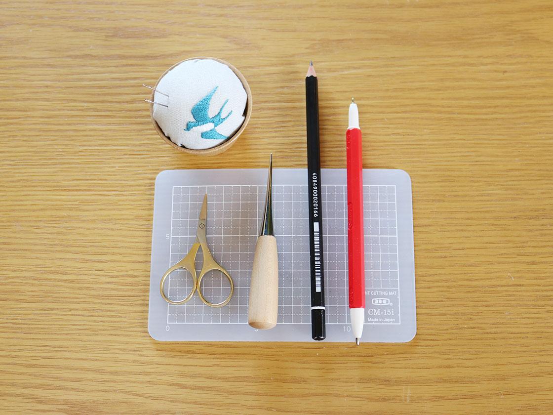 紙刺繍の道具