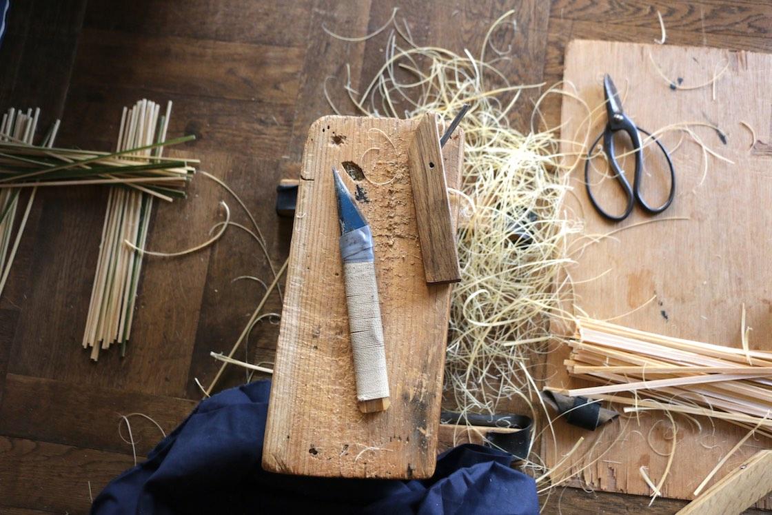削った後にはたくさんの竹のクズが