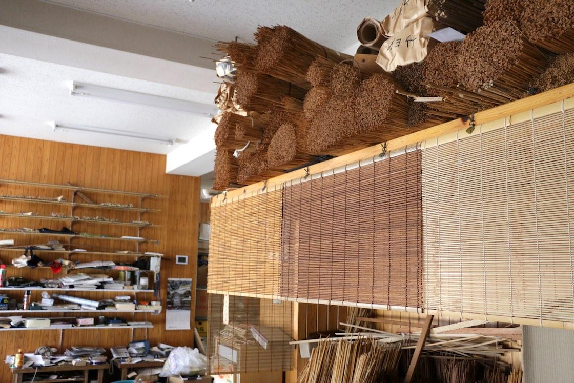 工房にはすだれづくりの材料がいっぱい