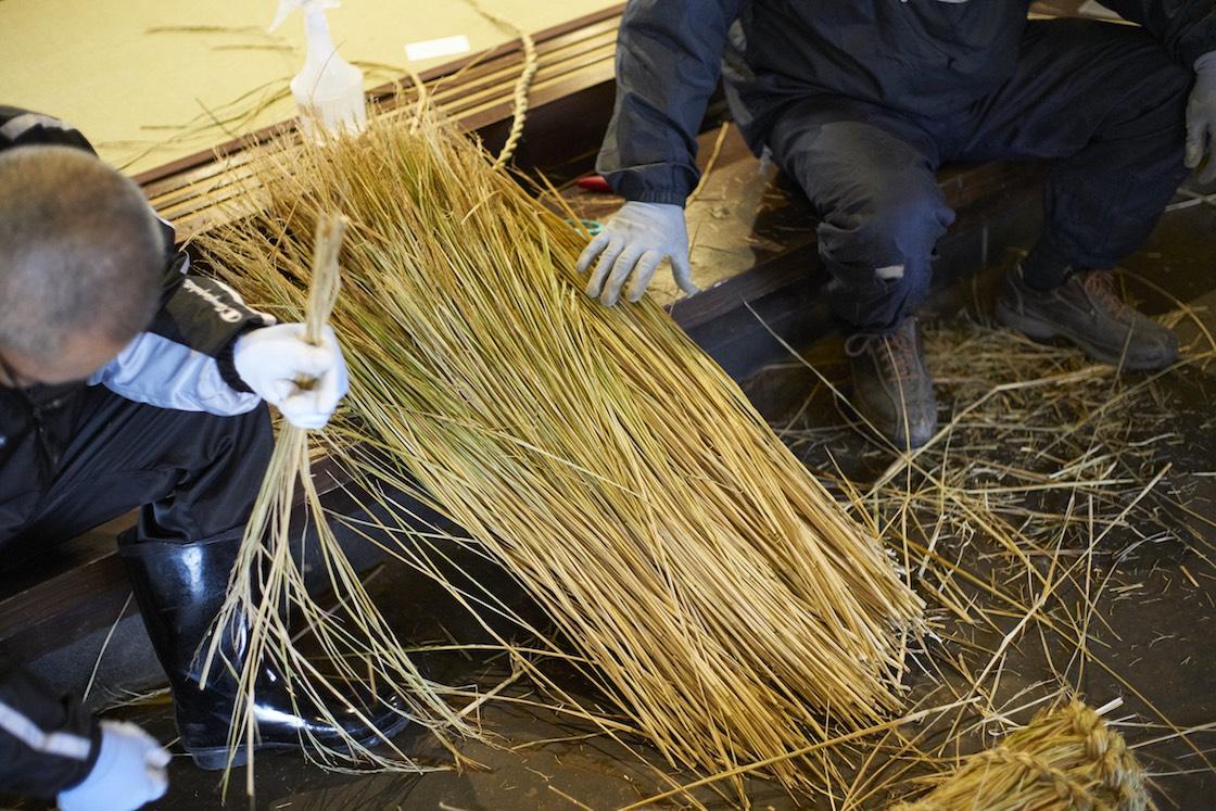 編む前の稲ワラはこんな状態です